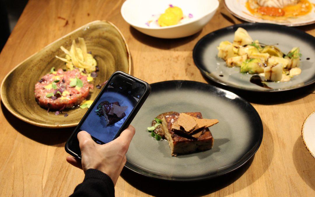 Presentación a influencers de Arado Grocery & Restaurant