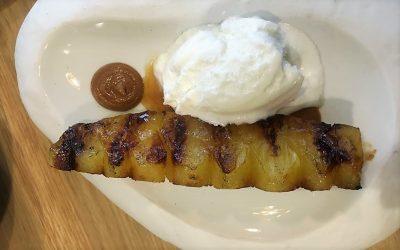 Receta:  Piña a la brasa con praliné de cacahuetes y helado de coco