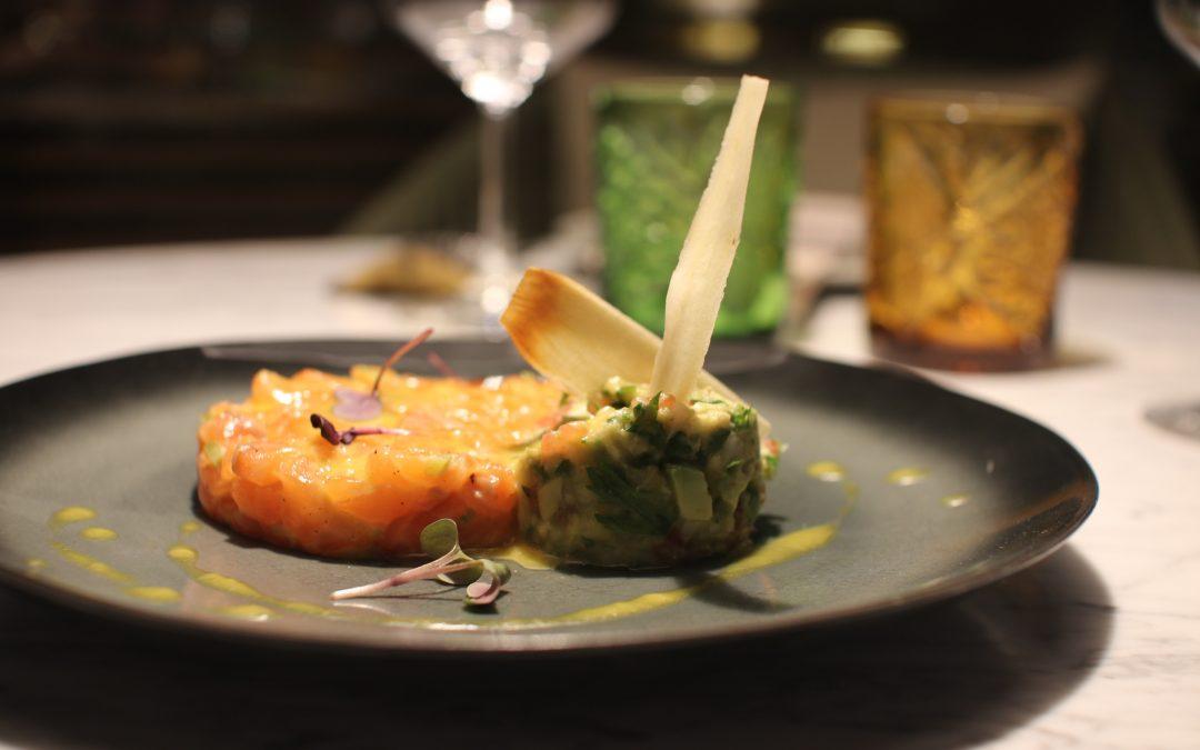 Receta:  Tartar de salmón con mojo de aguacate asado